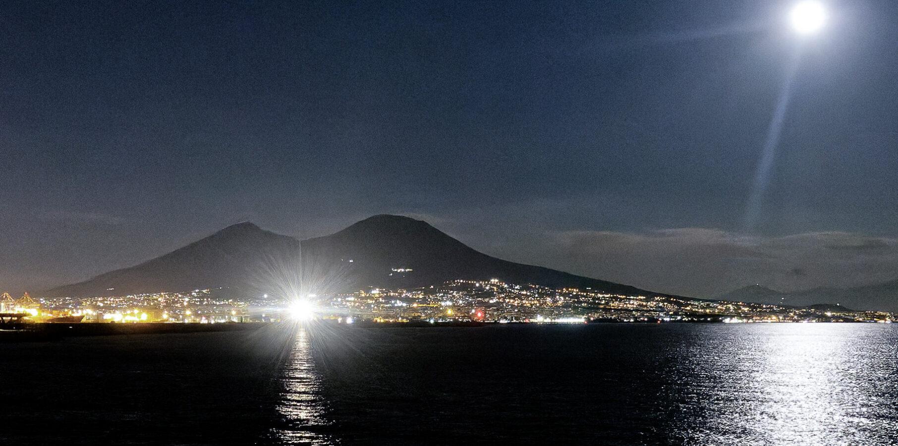 La baie de Naples la nuit !